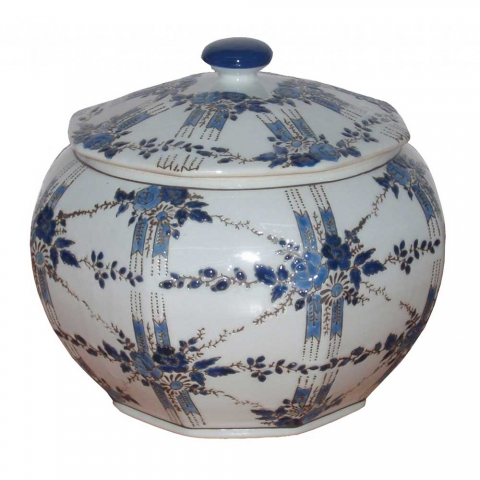 Chinese Floral Rosette Pot