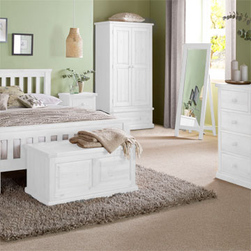 Chunky White Pine Bedroom Furniture roomset
